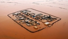 امدادرسانی به مناطق در محاصره سیل خوزستان/تصاویر