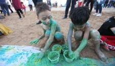 تصاویر/ بازی مشترک والدین با کودکان